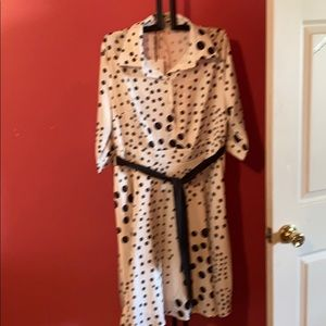 Dress with built in full lining, no splits buttons